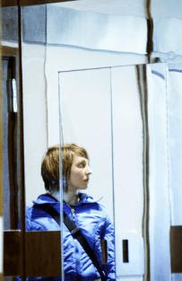 "Katharina Schüttler in Thomas Ostermeiers ""Zerbombt""-Inszenierung an der Schaubühne Berlin 2005."