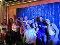 """Nach der Vorstellung von """"Die Gefangenen"""": Die Ensemblemitglieder des Residenztheaters treffen auf die Freunde des Residenztheaters."""