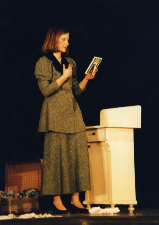 """Long time ago - Schultheater 2003 als jüdische Frau in """"Furcht und Elend des Dritten Reichs"""" von Bertolt Brecht"""