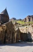 Das Höhlenkloster Geghard ist UNESCO-Weltkulturerbe und der beliebteste Wallfahrtsort Armeniens