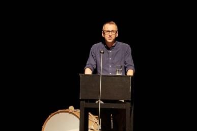 Der Regisseur Oliver Frljić hielt eine Laudatio auf Franz Pätzold ©Judith Buss