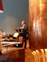 Museumsdirektor Roland Nachtigäller im Gespräch mit den Instagrammern und Bloggern