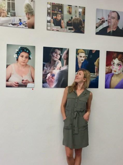 """Die Ausstellung """"Vor dem Auftritt"""" von Cordula Treml - bei meinem Besuch im Schauraum 1999 war auch die Schauspielerin Genija Rykova anwesend"""