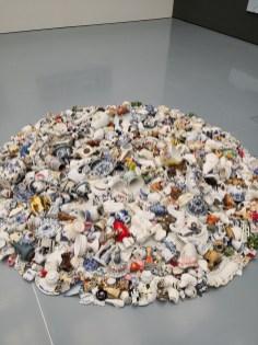Beate Höing I Installation, Fundstücke aus Porzellan I 2018 I VG-Bildkunst, Bonn, Fotos DIE GROSSE