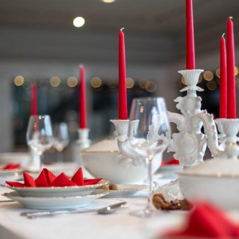 "Gedeckter Tisch mit Speiseservice ""Inka""; Ausformung um 1955; Porzellanfabrik Christian Seltmann, Weiden; Inv. Nr. 24411/14 © Porzellanikon, Foto: Andreas Gießler"