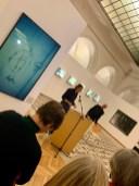 """Stefan Hunstein bei der Eröffnung seiner Ausstellung """"Fotografie ist die Botschaft"""" in der Münchner Rathausgalerie im Oktober 2019"""