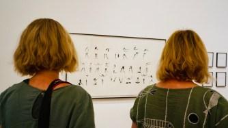 """Anke (r.) beim Instameet zur Ausstellung """"Haltung&Fall. Die Welt im Taumel"""" im August 2019"""