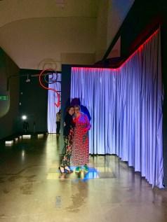"""Anke und ich in der Ausstellung """"Im Licht der Nacht"""" im Marta Herford im Januar 2020"""