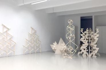 """""""Festivalsculptures"""" by Henning Fehr und Philipp Rühr - Galerie Meyer Kainer"""