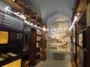 Literaturmuseum mit denkmalgeschützten Regalen