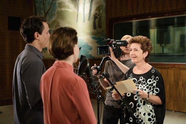 Regisseurin Ruth Beckermann mit den Schauspielern