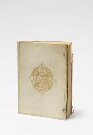 Josef Divéky, Bucheinband , Ausführung: Wiener Werkstätte, 1911. Pergament mit Goldprägung, Textilband. © Sammlung Richard Grubman