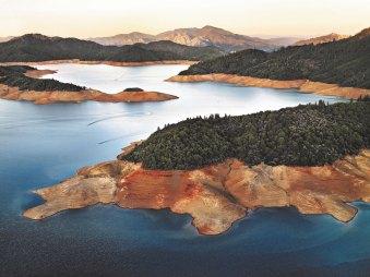 Shasta Lake Reservoir 2009 c) Edward Burtynsky Courtesy Admira Milano
