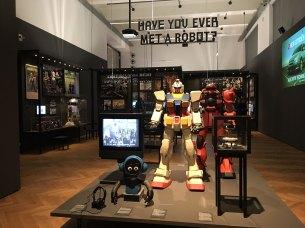 Ausstellungsansicht VIENNA BIENNALE 2017: Roboter. Arbeit. Unsere Zukunft Hello, Robot. Design zwischen Mensch und Maschine © Sandra Schäfer