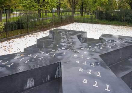Denkmal für die Verfolgten der NS-Militärjustiz von Olaf Nicolai © Iris Ranzinger / KÖR GmbH, 2014
