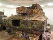 Andreas Angelidakis' Panzer aus der Sammlung des Athener Nationalmuseums EMST im Fridericianum