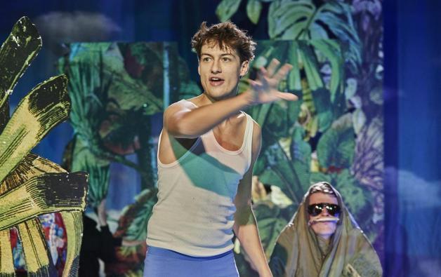 Anton Widauer als Oskar und Philipp Auer als Vater © Robert Polster / Volkstheater