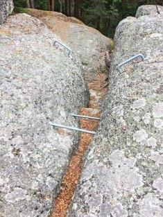 Eisenklammern helfen bei der sicheren Fortbewegung