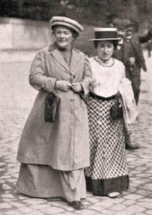 Rosa Luxemburg (rechts) mit Clara Zetkin, 1910 Quelle: Wikipedia