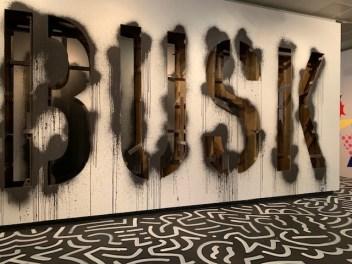 Ein Hingucker: die Graffiti-Installation Busk