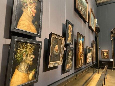Ansicht der Gemäldegalerie mit Werken von Arcimboldo