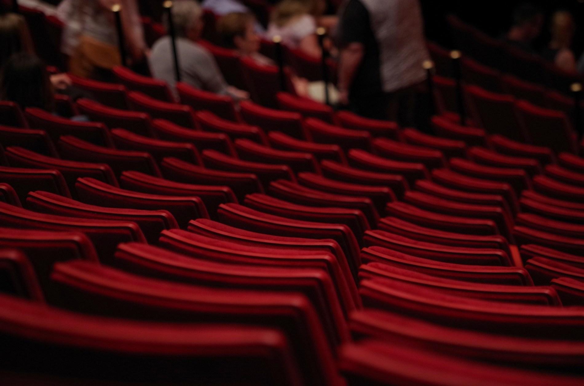 leere Theatersessel: auf der Suche nach der richtigen Zielgruppe