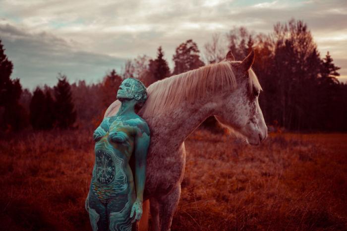 Девушка с лошадью. Автор: Vilija Vitkute.