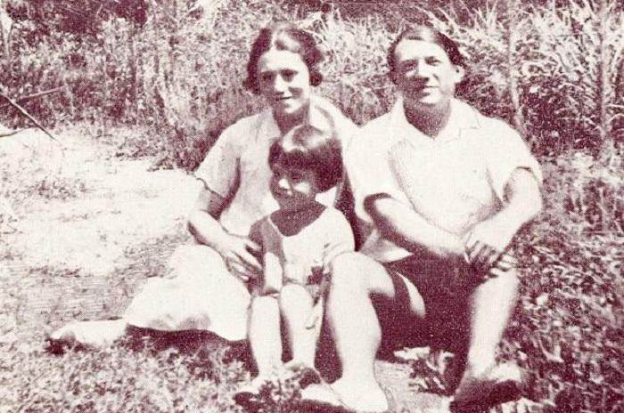 Семья Пикассо. Антибы, 1924 год.
