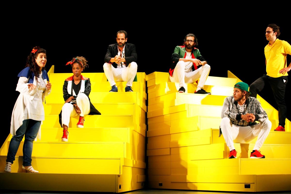 """Momentaufnahme aus dem Theaterstück """"The Situation"""" im Maxim-Gorki-Theater"""