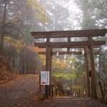 【玉置神社のアクセス】車やバス・電車での行き方!駐車場から歩くと長い?紅葉の玉置神社の写真紹介