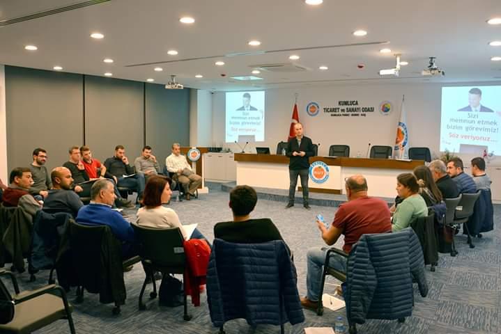 """KUTSO Liderlik Akademisinde bu hafta """"Topluluk Önünde Konuşma Sanatı"""" konusu işlendi."""