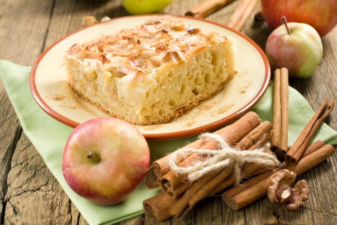 Пирог с корицей и яблоками