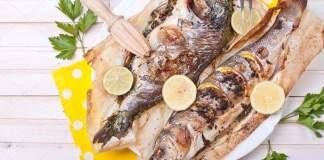 Запеченная рыба с пряными травами и лимоном