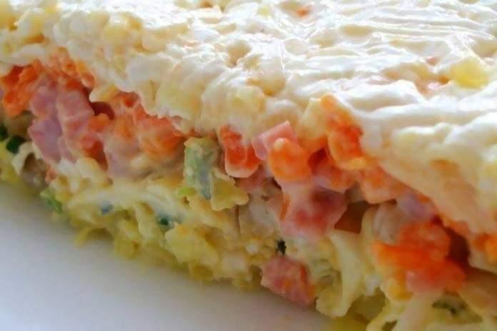 Слоёный салат с грибами