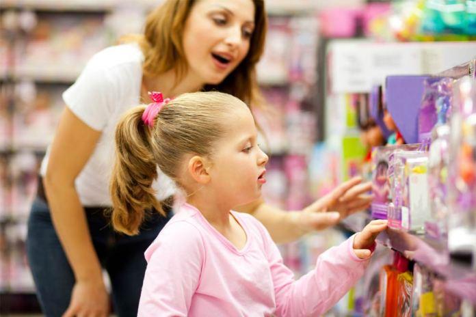 ребёнок клянчит игрушку