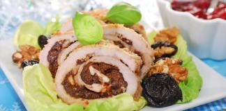 Рождественский мясной рулет с черносливом и орехами