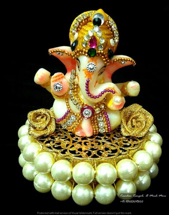 Ganesh Gold with Pearl base
