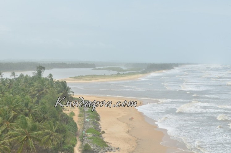 Someshwara beach and temple byndoor (2)