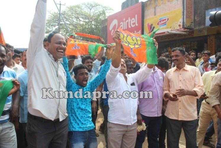 Zilla panchayath Taluk Panchayth Poll - BJP Celebrating in Kundapura (3)