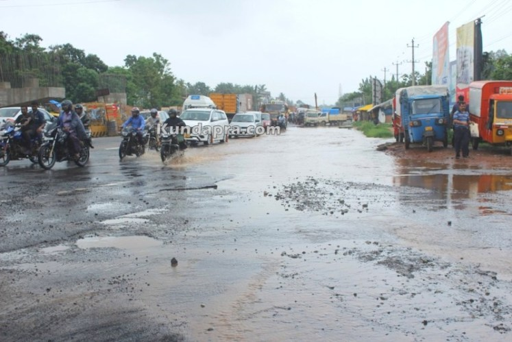 drainage water flow over road due to rain near shashri circle (4)