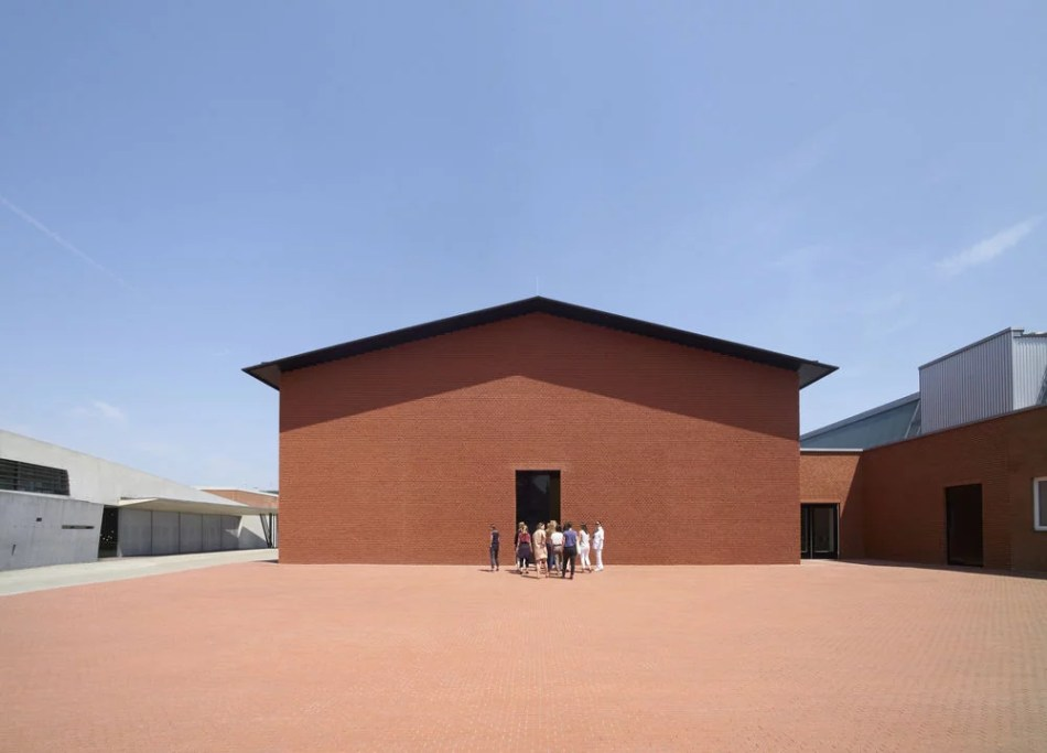 Vitra Schaudepot auf dem Vitra Campus in Weil am Rhein von Herzog & Meuron, Roter Ziegel, Haus der Sammlung von Vitra