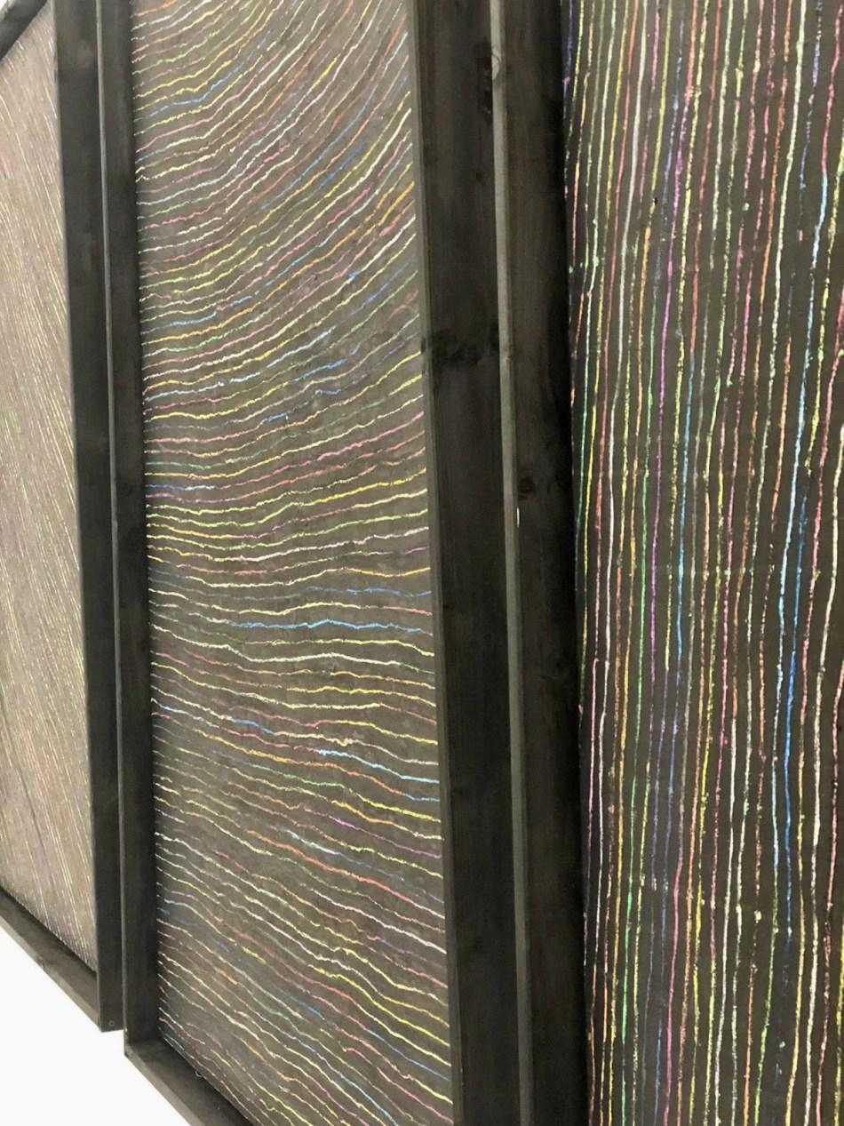 Detail von Ralf Bertscheit mit einem Triptychon aus Ölkreide und Tusche