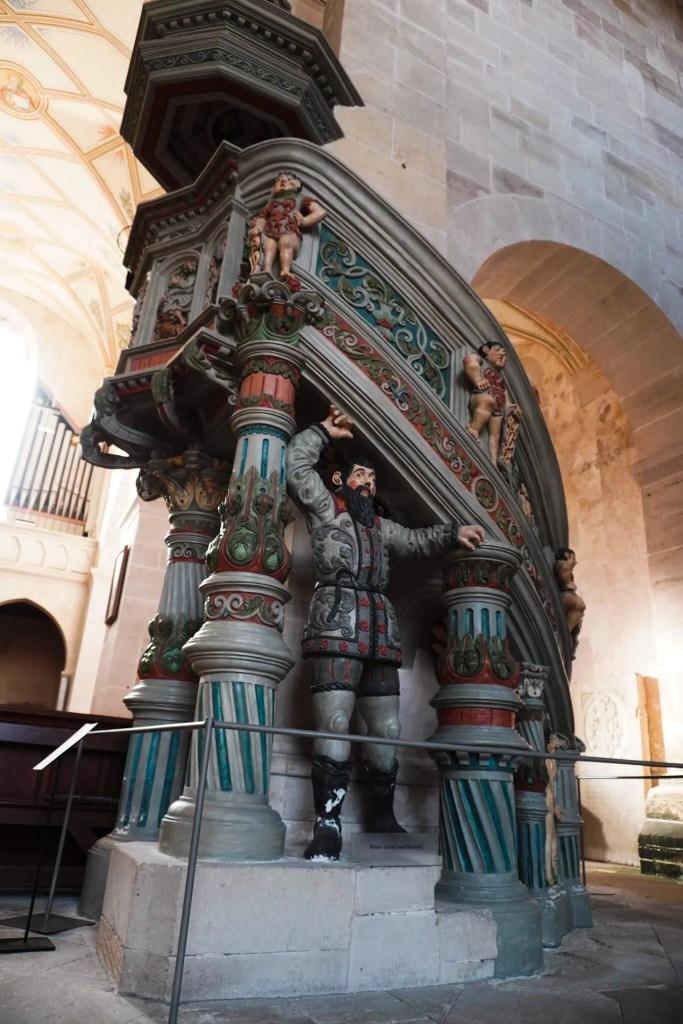Die Kanzel wurde im 16. Jahrhundert gebaut: In der evangelischen Klosterschule stand die Predigt im Mittelpunkt des Gottesdienstes. ©Foto: Maik Hanicz.