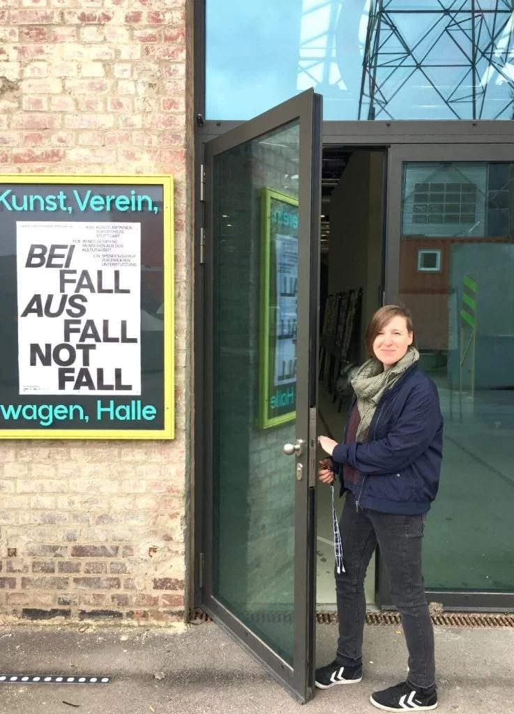 Florina Leinß vor den Stuttgarter Wagenhallen.