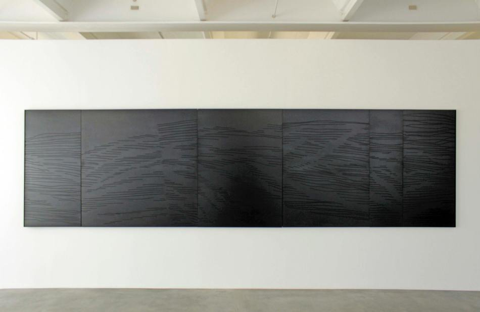 Tanja Niederfeld. alb_tief_schwarz 3, 2021, Öl auf Holz. Foto: Julia Berghoff.