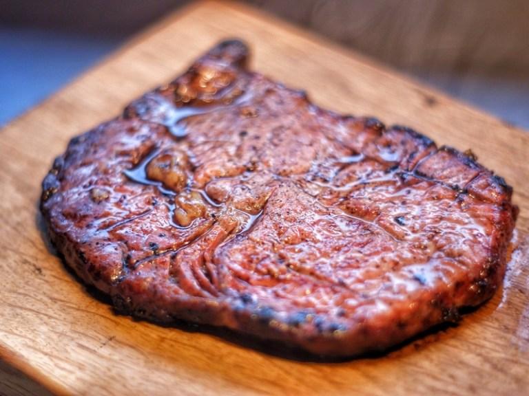 Uuni rib eye steak