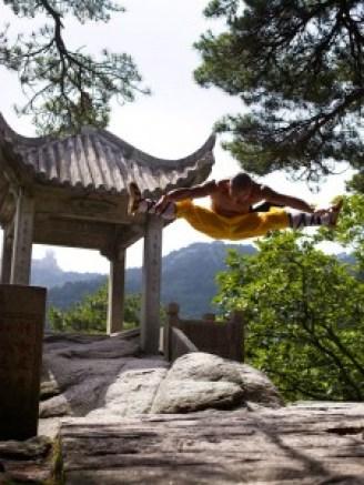 Shifu Yan Lei jump split