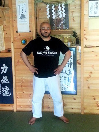 Tony at Tenyokai Honbu Dojo -nice shirt!