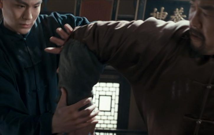 Master Li attempts a rear strike