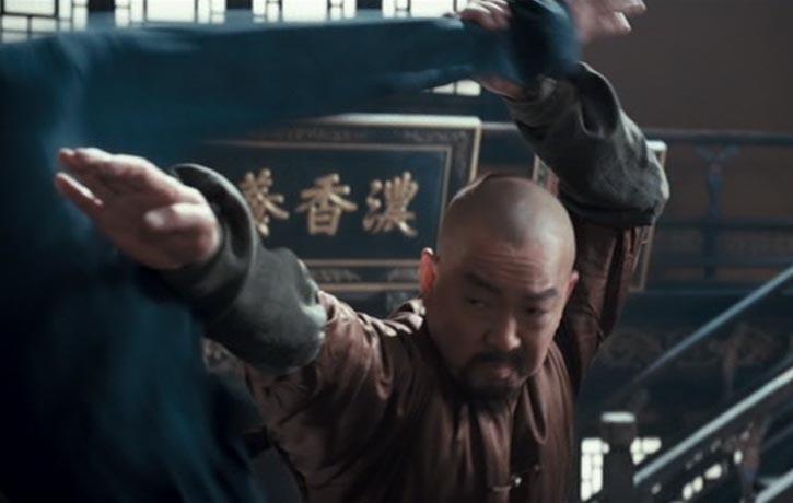 Master Li sees an opening